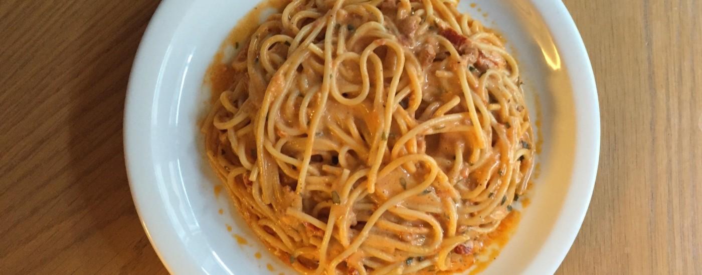 Spaghetti alle Cinque P - angerichtet